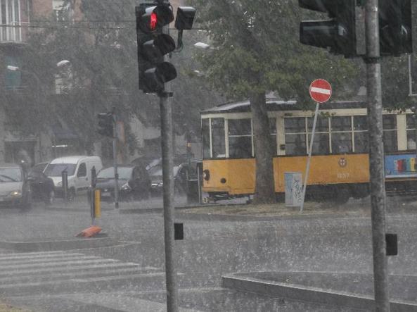 Meteo: pioggia al Nord, ancora caldo altrove