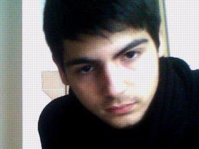 Londra, giovane italiano trovato morto in casa: ucciso a coltellateIl dolore degli amici