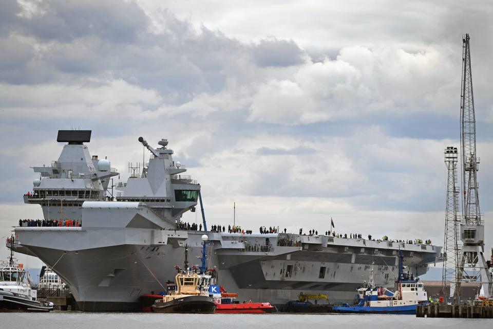 Varata la portaerei queen elizabeth il colosso da guerra - Nuova portaerei ...