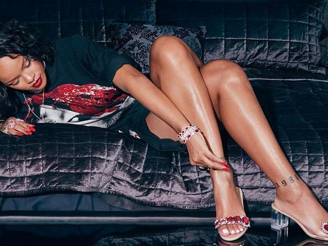 I sexy sandali-gioiello di Rihanna conquistano il web
