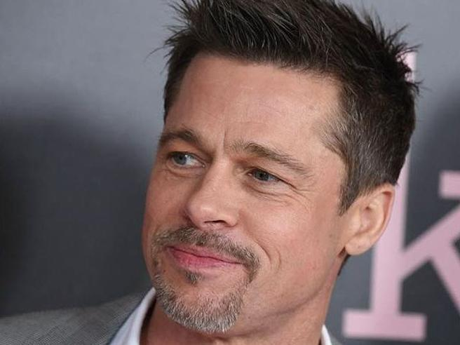 Brad Pitt rubacuori: conquista Elle Macpherson, flirta con Sienna Miller