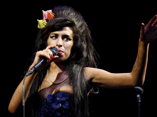 I brani tristi di Amy Winehouse?Ascoltarli al volante migliora l'umore