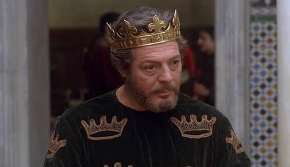 Marcello Mastroianni in una scena del film «Enrico IV» (1984), diretto da Marco Bellocchio