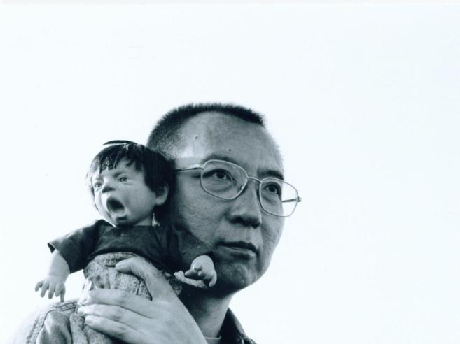 Cina, liberato  Liu XiaoboIl premio Nobel è malato