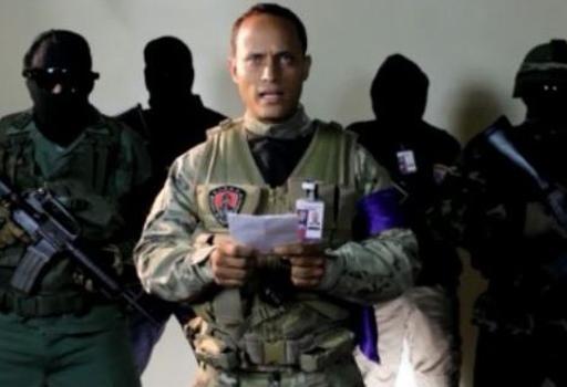 Il poliziotto  dissidente  Oscar Pérez, l'uomo che  ha pilotato l'elicottero   da cui sono state sganciate le granate contro la Corte Suprema, mentre lancia il video appello alla rivolta su Instagram