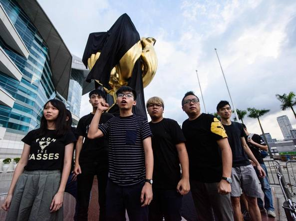 Giura la leader di Hong Kong, scontri