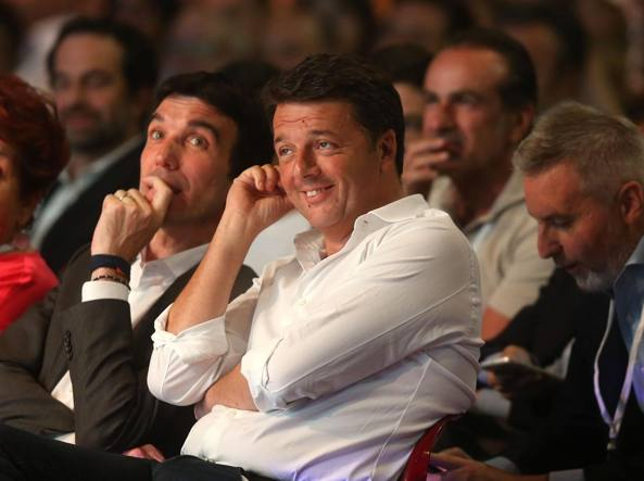 Il segretario del Pd Matteo Renzi a Milano (LaPresse)