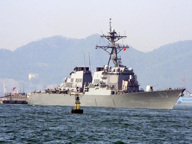 Usa, sfida alla Cina: nave da guerra vicino a isola contesa Pechino: «Una provocazione»