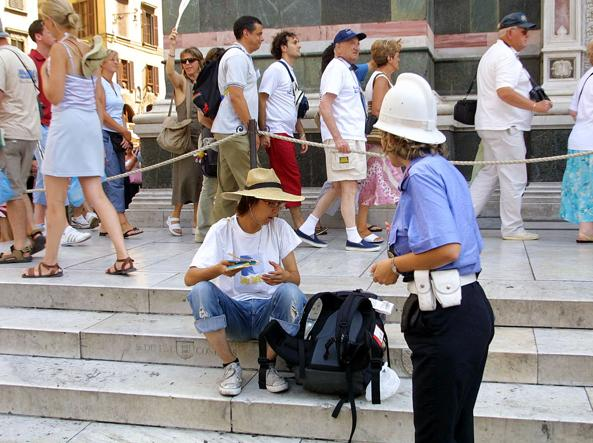 Vigili contro turisti low cost a Firenze