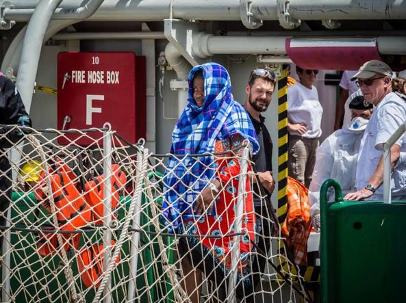 Migranti, Minniti: a Parigi un passo importante ma solo il primo