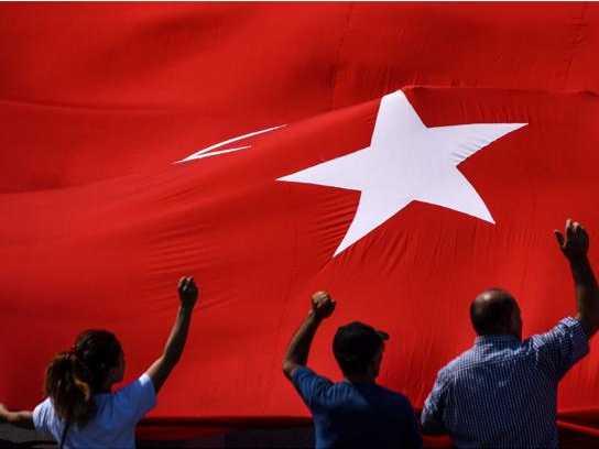 Istanbul, centinaia di migliaia in piazza contro Erdogan