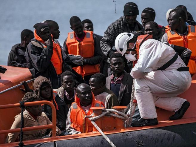 Vertice  migranti:  sì alla revisione della missione Triton, più sostegno all'Italia
