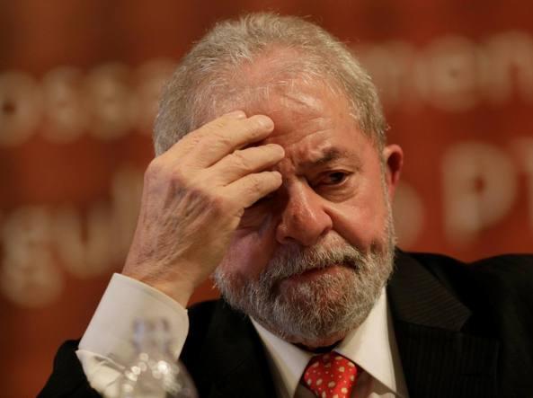 Brasile, l'ex presidente Lula condannato a nove anni e sei mesi