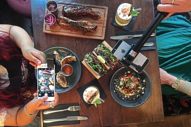 Kit per Instagram in regalo al ristorante Dirty Bones di Londra
