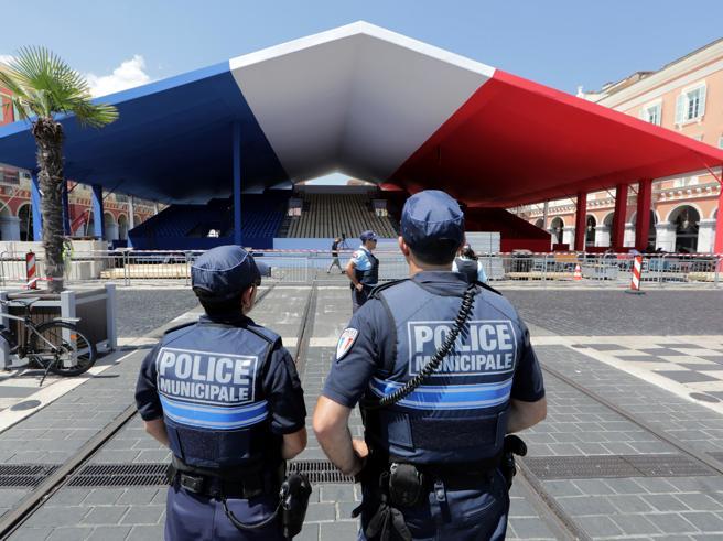 Strage di Nizza: divieto di riprodurre due foto di «Paris Match». Il giudice: «Sono un attacco alla dignità umana»