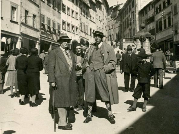 Calamandrei (a destra) con il critico letterario Pietro Pancrazi (1893-1952) a Stia (Arezzo), il 6 marzo 1938