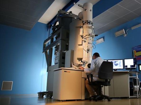 Il microscopio Elettronico a Trasmissione del Centro Sviluppo Materiali, società di Rina