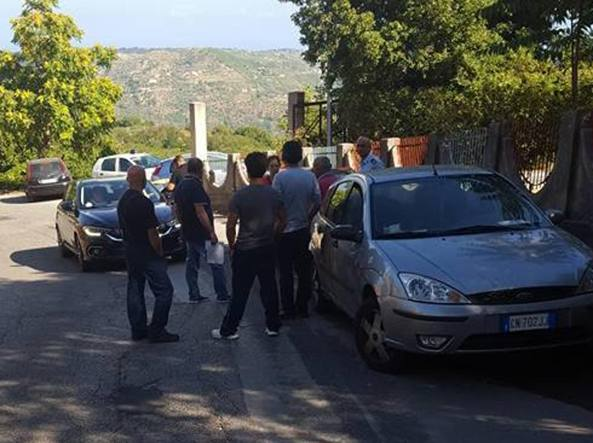 Migranti, nel Messinese barricate contro una trentina di minori
