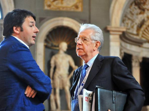 Matteo Renzi e Mario Monti (Ansa)