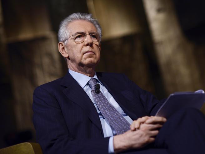 Monti: «Renzi è un disco rottoInsensato il deficit al 2,9%»La replica:  con l'austerity più povertà,  faremo correre l'Italia