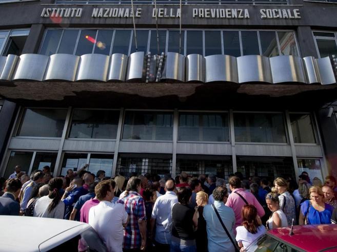 I trucchi dei contributi  dei sindacalisti: pensioni da 39mila a 114mila euro I casi