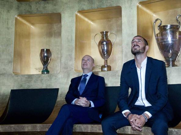 Leonardo Bonucci con Marco Fassone (LaPresse)