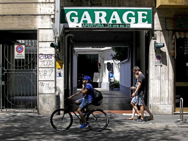 I garage e l'ombra dei clan. Sospetti di riciclaggio su 30 autosilo