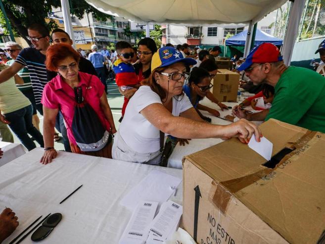 Venezuela, donna uccisa durante il «referendum» anti Maduro