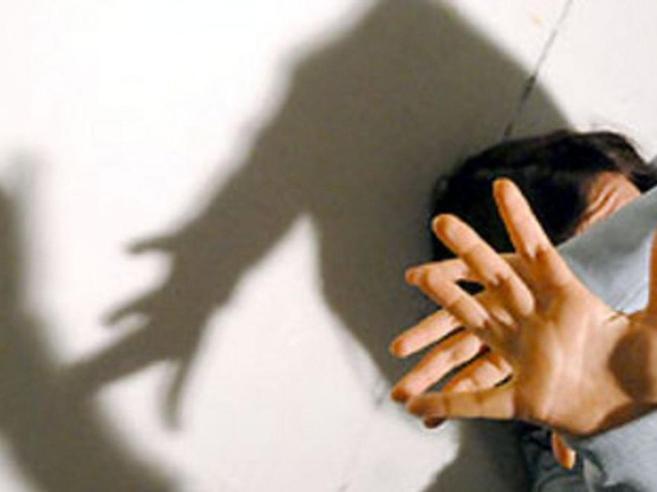 Padre 54enne abusa della figlia di 10:arrestato dopo i riscontri investigativi