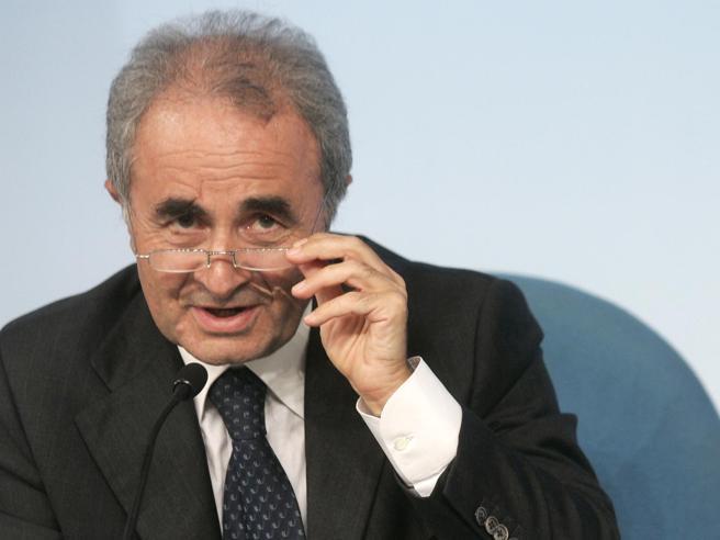 Parisi: «Renzi vuole perdere, è prigioniero del suo Io. Prodi? Ha già tolto la tenda»