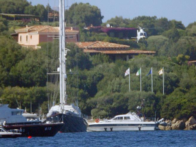 Berlusconi e l'estate di Villa Certosa: pronto l'assalto di chi cerca un seggio con Forza Italia