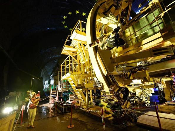 La presentazione dello scavo del versante Francese a Saint Martin La Porte del tunnel Ferroviario Lyon-Turin (Ansa)