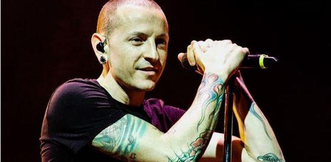 Chester Bennington, cantante dei Linkin Park, durante un live della band
