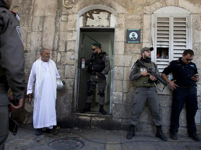 Battaglia a Gerusalemme: uccisi tre palestinesi e tre  israeliani video foto