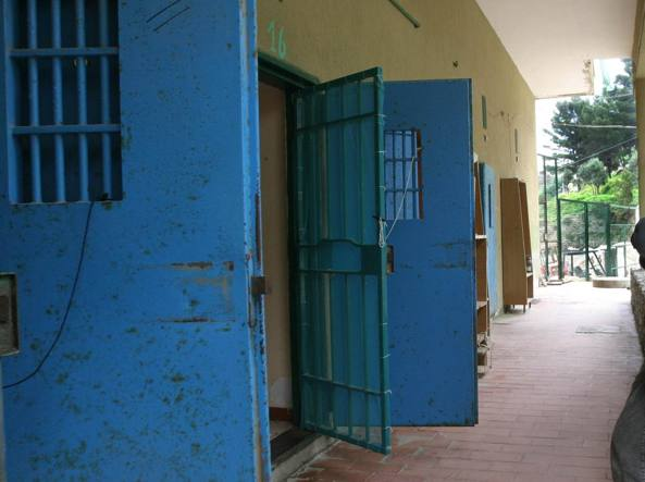 Polizia Penitenziaria si autoconsegna in carcere
