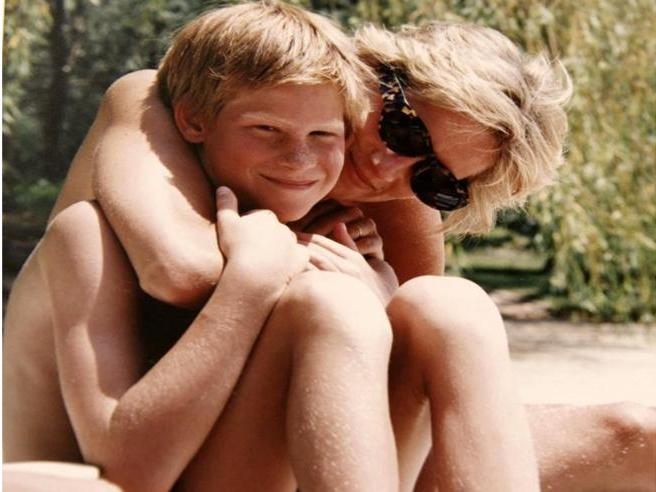 «Diana, nostra mamma»: le anticipazioni sul documentario sulla vita e l'eredità di Lady D