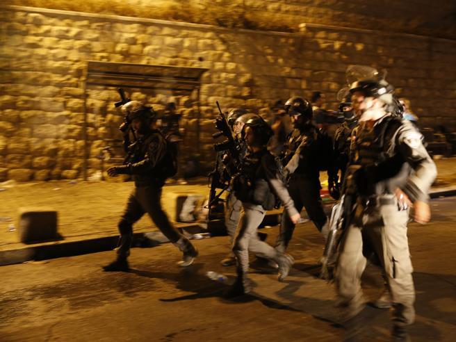 Cisgiordania, Israele arresta 25 membri di Hamas. I palestinesi uccisi salgono a 5