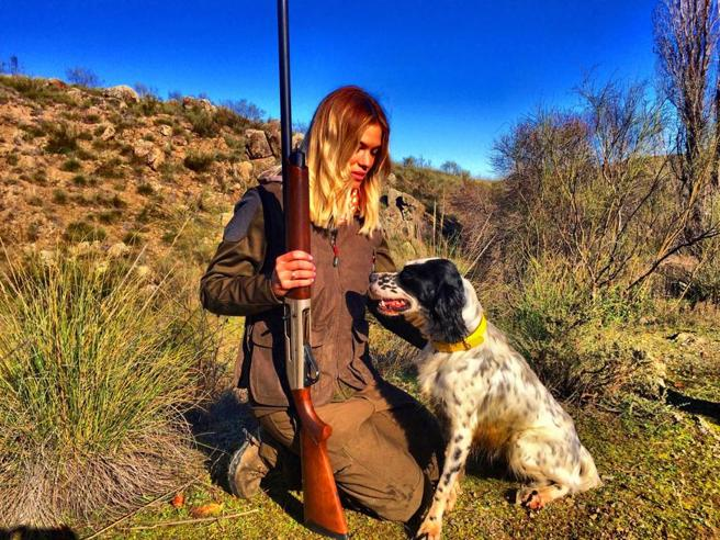 Spagna, suicida Melania la cacciatrice  minacciata su Facebook|Fotostoria