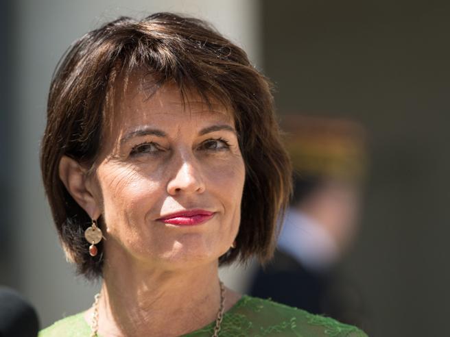 La presidente svizzera controil «turismo degli acquisti» (ma fala spesa in Italia)