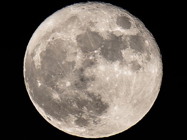 Sulla Luna c'è più acqua del previsto: ora più facile creare basi lunari
