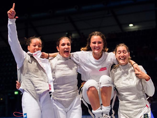 Mondiali di scherma: l'Italia vince l'oro nel fioretto femminile