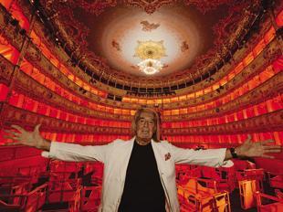Fabrizio Plessi all'interno del Teatro La Fenice di Venezia   (foto M. Sabadin/ Vision)