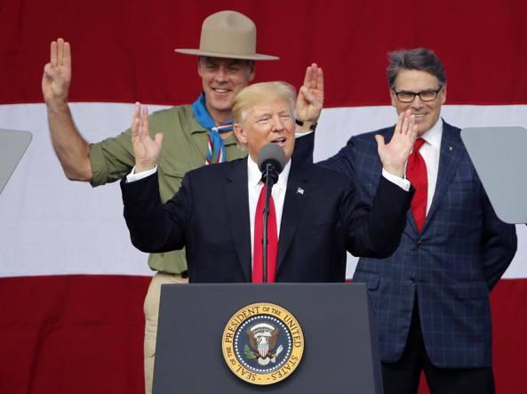 Donald Trump esclude i transgender dall'esercito americano