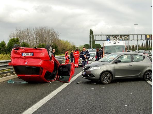 Incidente stradale tra auto e scooter: muore Alessandro De Rosa