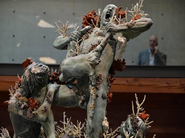 «Cronos divora i suoi figli», una delle opere realizzate da Damien Hirst per la sua personale a Venezia