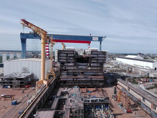 Fincantieri, Calenda risponde alla Francia «Non arretriamo di un millimetro»