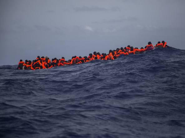 Immigrazione. Via libera dal Governo all'invio di navi militari in Libia