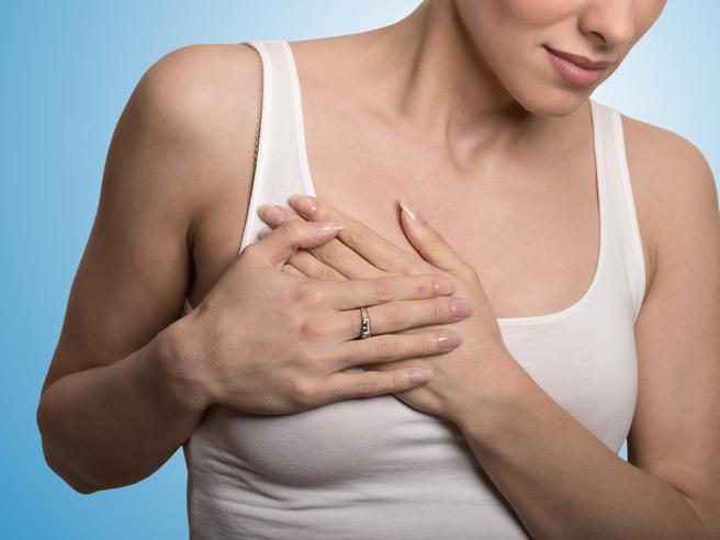 Ricostruzione del seno dopo il tumore, meglio farla subito o attendere?