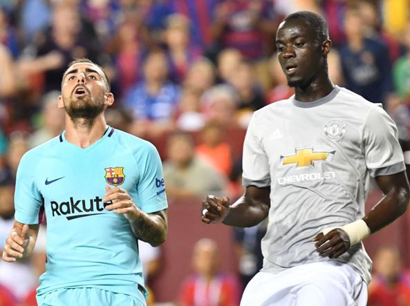 Alcacer del Barcellona (con Rakuten sponsor principale) e Bailly del Manchester (che potrebbe ospitare Tinder sulla manica sinistra). Foto Afp