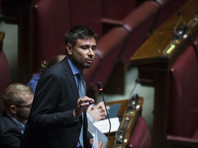 Camera: scontro con Boldrini, Di Battista cacciato dall'aula. E Bonafede: «Lei non è una maestra»